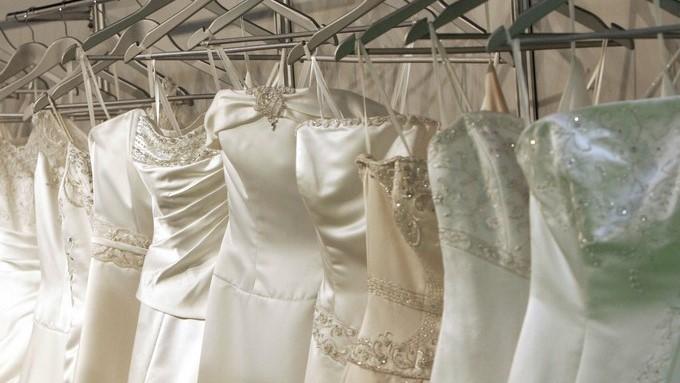 Una quiebra las deja sin traje de novia, pero otras mujeres salen en ...