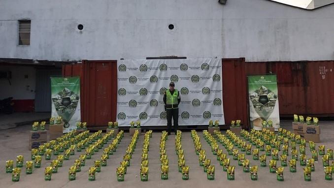 Licor y mercancía de contrabando incautaron las autoridades en Bello