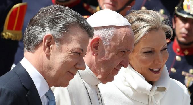 El papa aboga por la reconciliación de una Colombia que transita hacia la paz