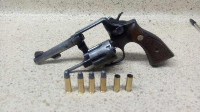 Arma_de_fuego_Revolver_porte_ilegal