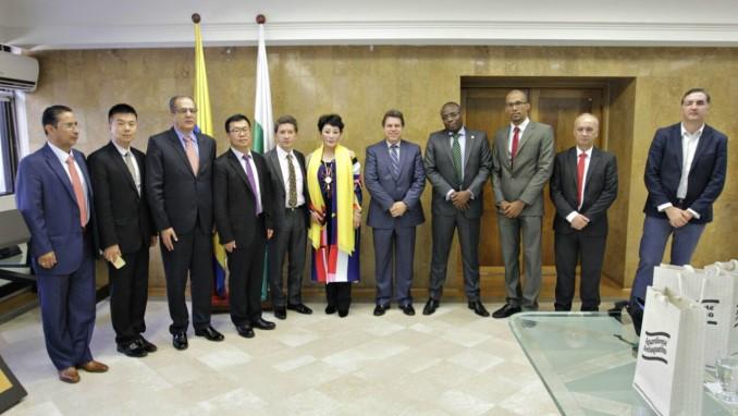 Gobernador Luis Pérez sostuvo una reunión con empresa de China interesada en el proyecto del ferrocarril