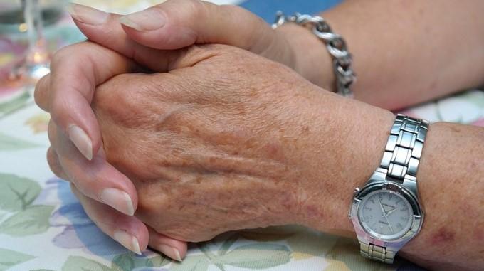 hands manos señora vieja tercera edad anciana mujer