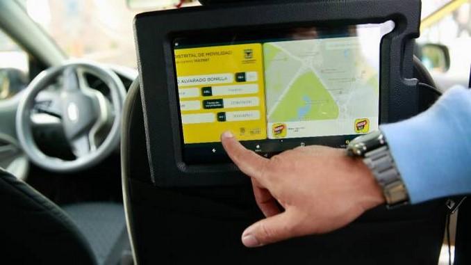 En tres etapas, así será la implementación de tabletas para taxis en Bogotá