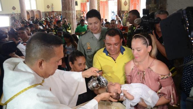 Doce menores, que se encuentran en albergues en Valdivia, fueron bautizados