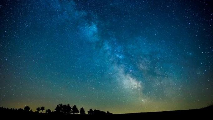 Los astrónomos descubrieron por primera vez los objetos G en el monstruoso agujero negro de la Vía Láctea hace más de una década (G1 en 2004 y G2 en 2012) y pensaron que eran nubes de gas hasta que estos alcanzaron su punto más cercano al agujero negro supermasivo. EFE/Archivo