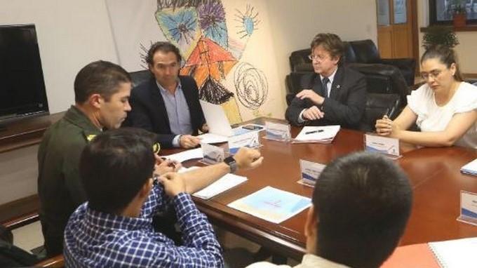 Federico Gutíerrez en reunion con personal de la U Nacional