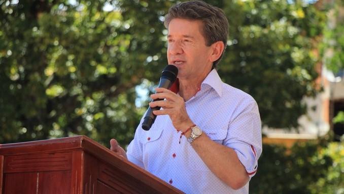 Firma simbólica para iniciar obras viales en el municipio de San Carlos