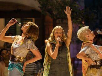 """Las actrices (i-d) Christine Baranski como Tanya, Amanda Seyfried como Sophie y Julie Walters como Rosie, durante una escena del musical """"Mamma Mia! Here We Go Again""""/ EFE"""