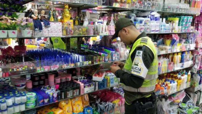 Perfumes, zapatos y medicamentos, entre los elementos de contrabando incautados por las autoridades en Medellín