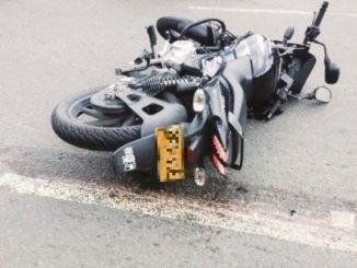 Motociclista muere pisado por un camion
