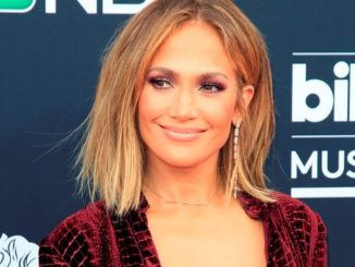 NPX01. Las Vegas (United States), 20/05/2018.- US singer Jennifer Lopez arrives for the 2018 Billboard Music Awards at the MGM Grand Garden Arena in Las Vegas, Nevada, USA, 20 May 2018. The Billboard Music Awards finalists are based on US year-end chart performance, sales, number of downloads and total airplay. (Estados Unidos) EFE/EPA/NINA PROMMER