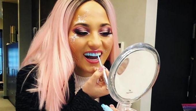 Esmalte para dientes/ Tomada de Instagram: @chromtoothpolish