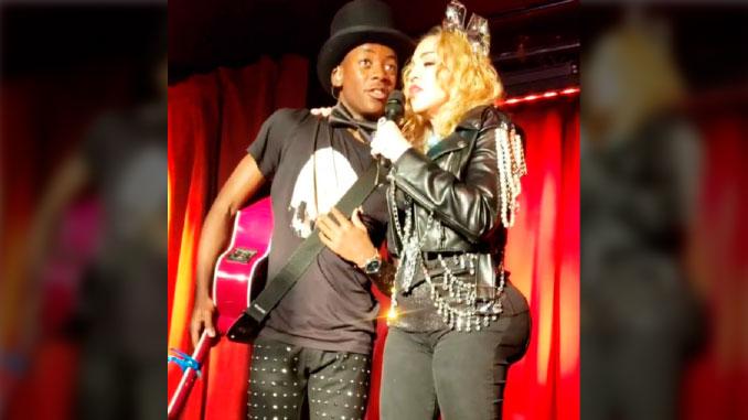 ddc420491b VIDEO: Al estilo Kardashian, Madonna apareció con un gran 'booty'