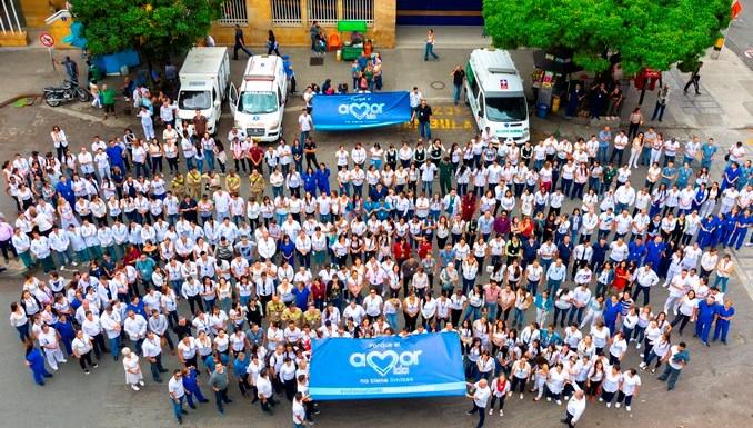 Trabajadores abrazaron la IPS Universitaria en Medellín como apoyo ante la emergencia hospitalaria
