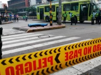 Vigilante falleció en accidente de tránsito en Bucaramanga, al parecer por omitir un semáforo en rojo