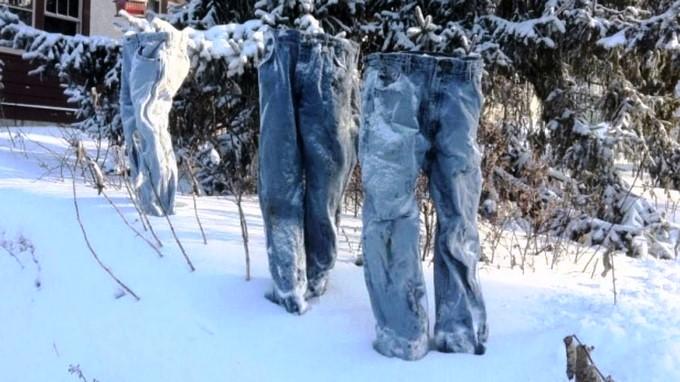 922dc48446 FOTO  Ola de hielo estadounidense congela los pantalones en la nieve