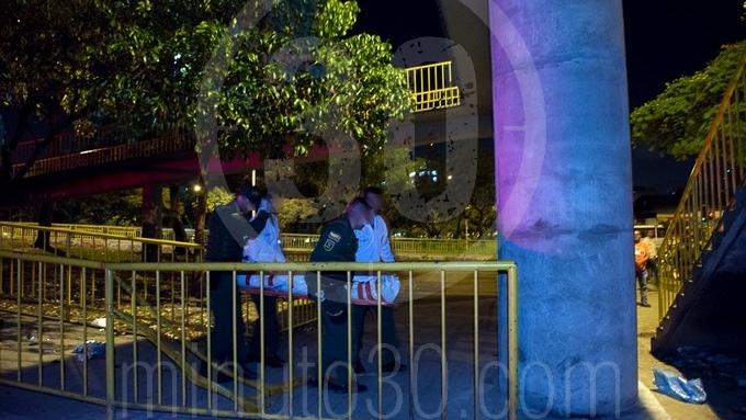 Mujer fue degollada en el puente peatonal de la Macarena 71