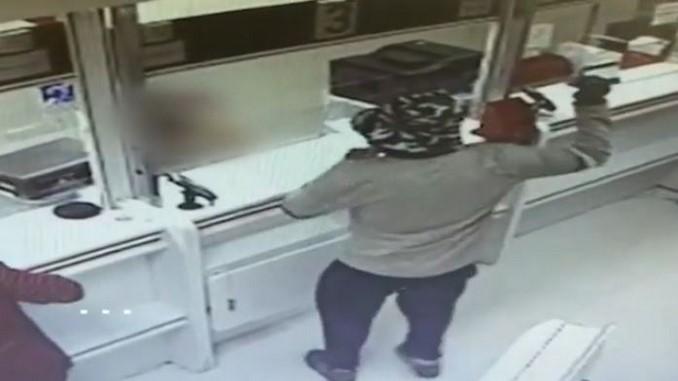 Resultado de imagen para Un ladrón atraca dos bancos en Israel amenazando al personal con un aguacate