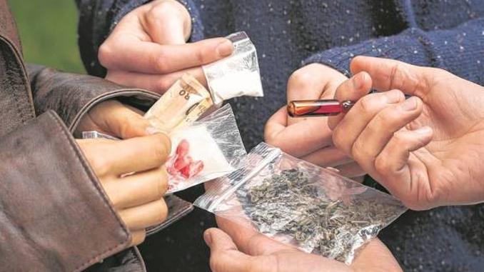 Consumo de drogas en publico