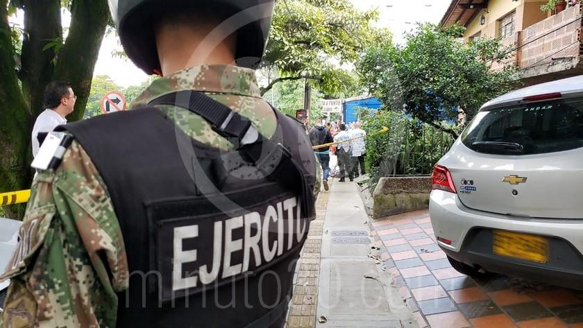 EN FOTOS: Un sujeto se le acercó a un hombre en Envigado, le apuntó en la cabeza y de un disparo lo mató - Minuto30.com