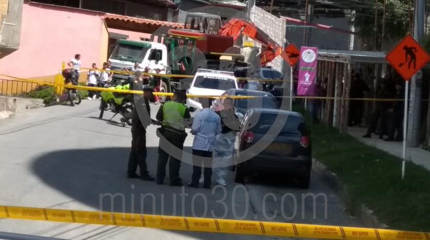 2 embolsado dentro de un carro en copacabana