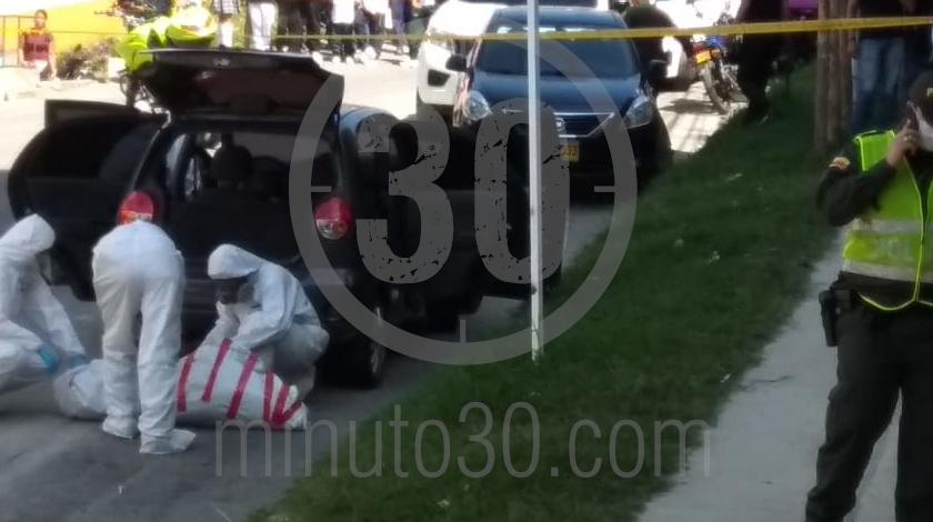5 embolsado dentro de un carro en copacabana