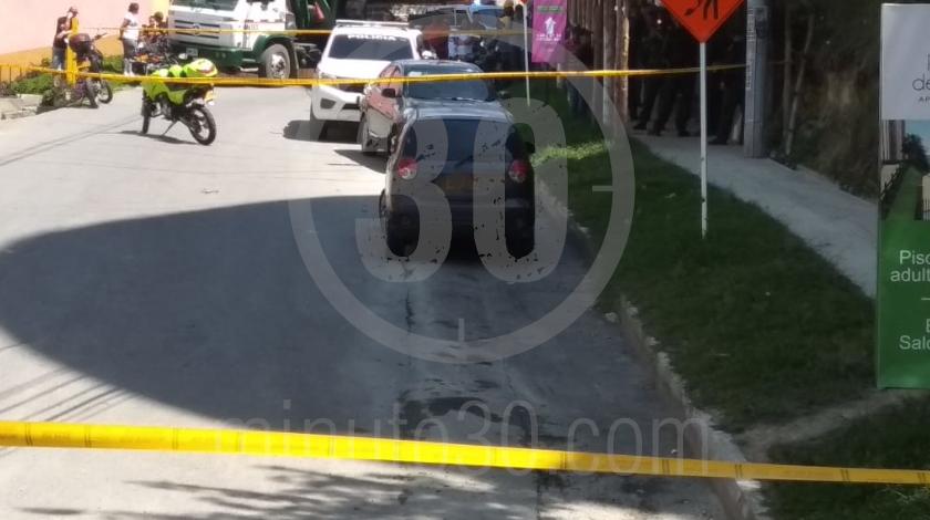 6 embolsado dentro de un carro en copacabana