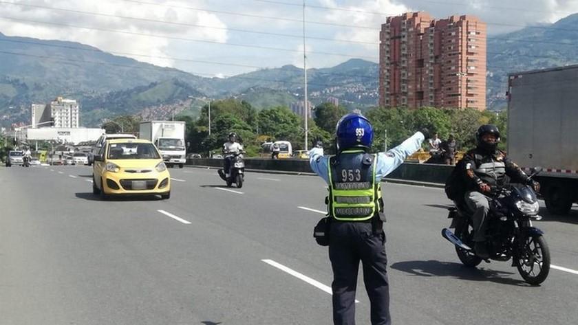 Agentes de transito en Medellin3