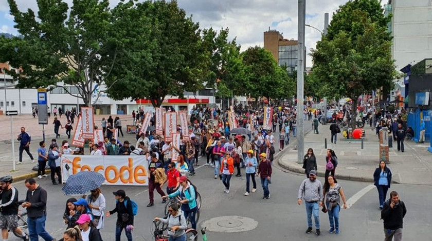 Maestos marchan en Bogota