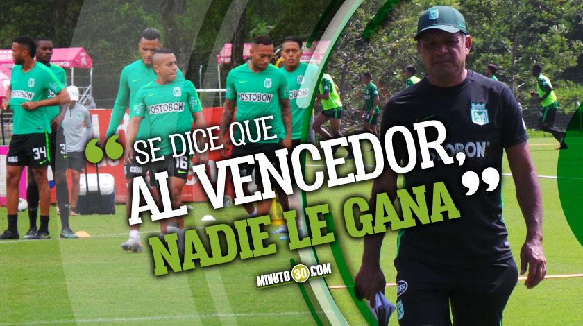 Video Pompilio Paez y Vladimir Hernandez se retaron en futbol tenis