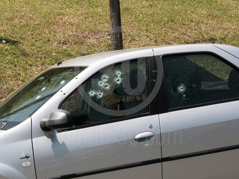 inspeccion tecnica del carro de las victimas del ataque sicarial en el parque juanes 05 03 2020 2