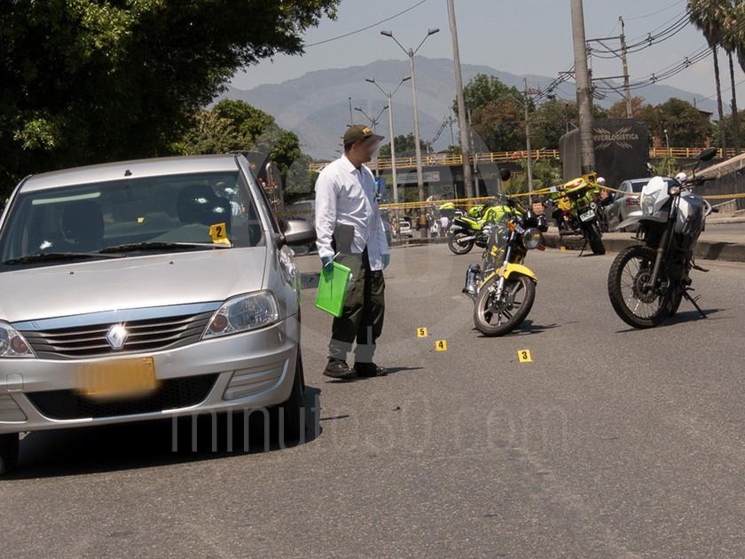 inspeccion tecnica del carro de las victimas del ataque sicarial en el parque juanes 05 03 2020 4