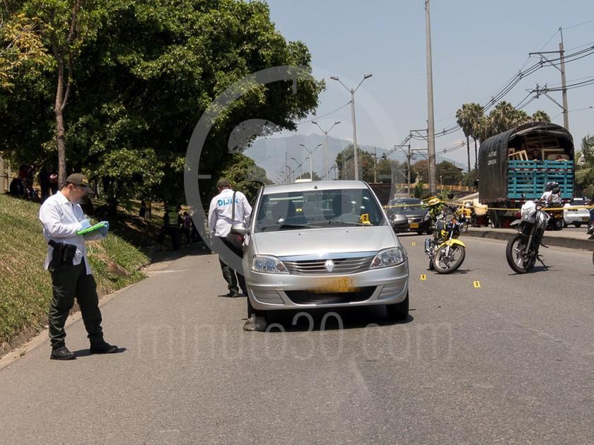 inspeccion tecnica del carro de las victimas del ataque sicarial en el parque juanes 05 03 2020 5