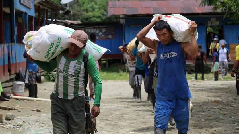 Entrega de ayudas alimentarias a indigenas de Urrao Antioquia