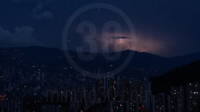 Medellin atardecer anochecer ciudad panoramica edificios ciudad11