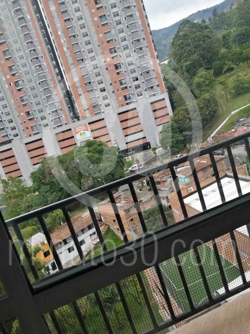 Mujer se tira del balcon de su casa en un edificio de La Estrella La Tablaza1