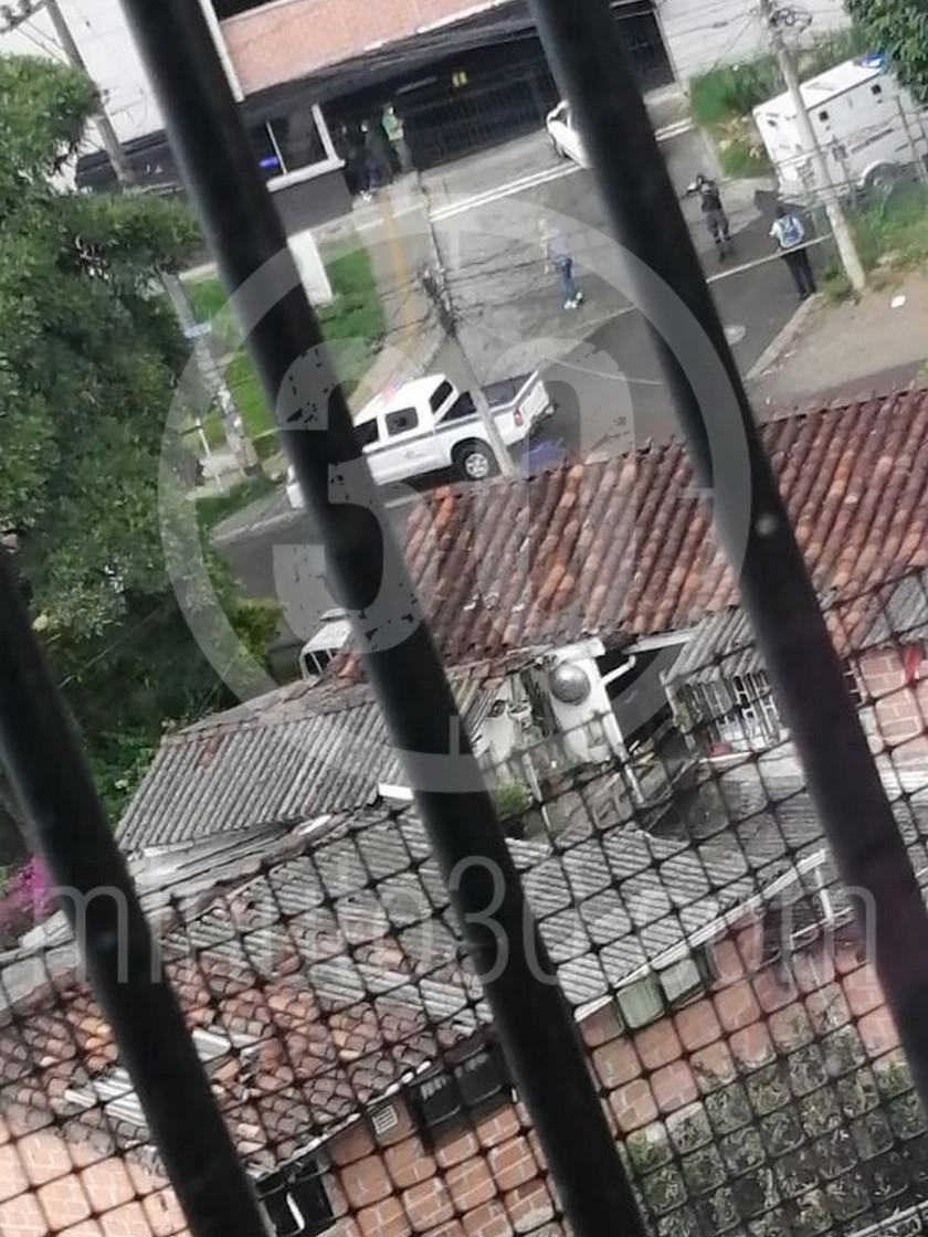 Mujer se tira del balcon de su casa en un edificio de La Estrella La Tablaza3