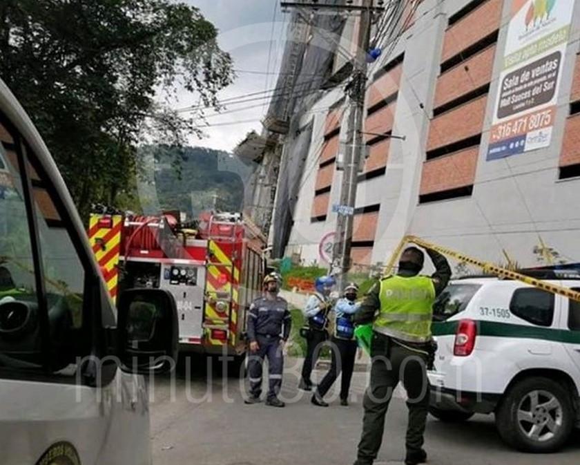 Mujer se tira del balcon de su casa en un edificio de La Estrella La Tablaza4