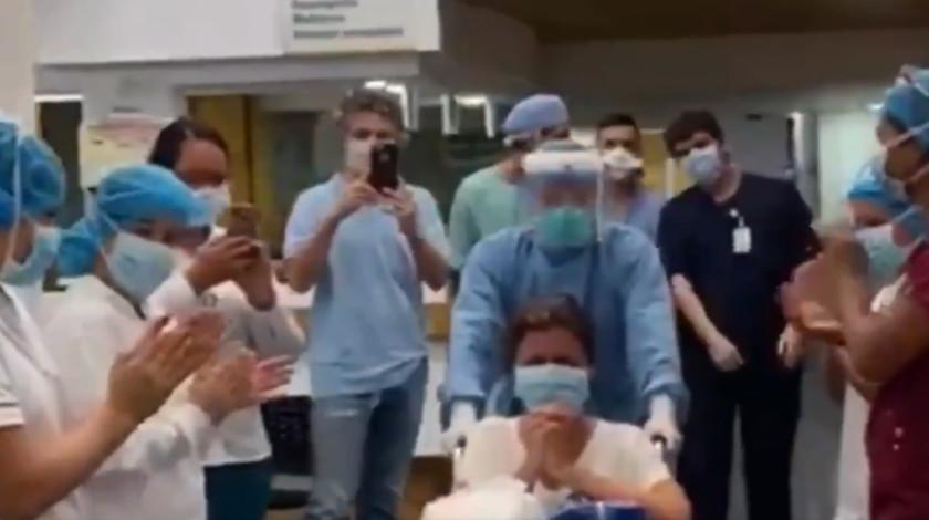 Paciente supera coronavirus en Cali entre aplausos y lagrimas
