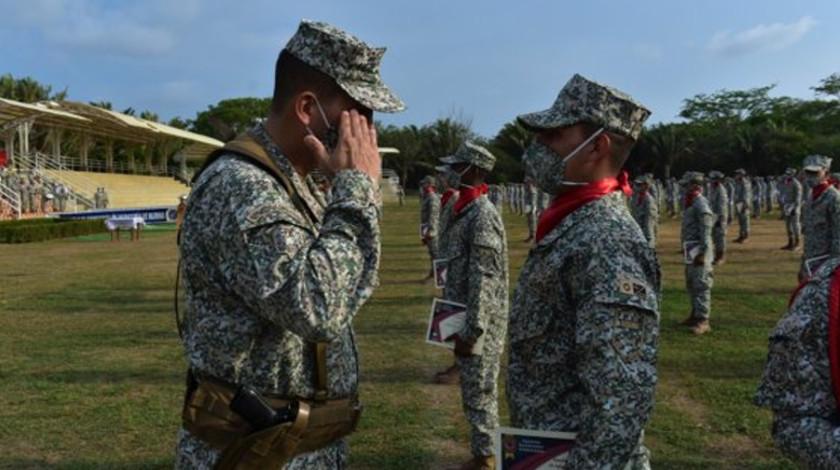 Integrantes de la Armada Nacional