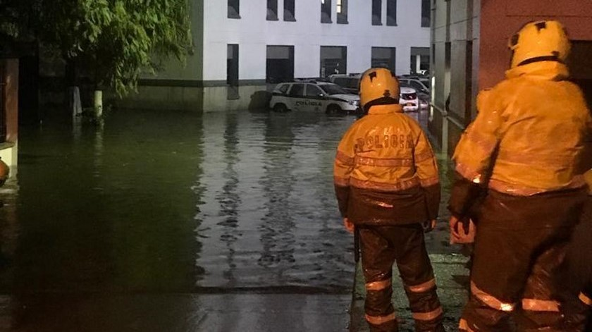 Inundacion policia bello 1
