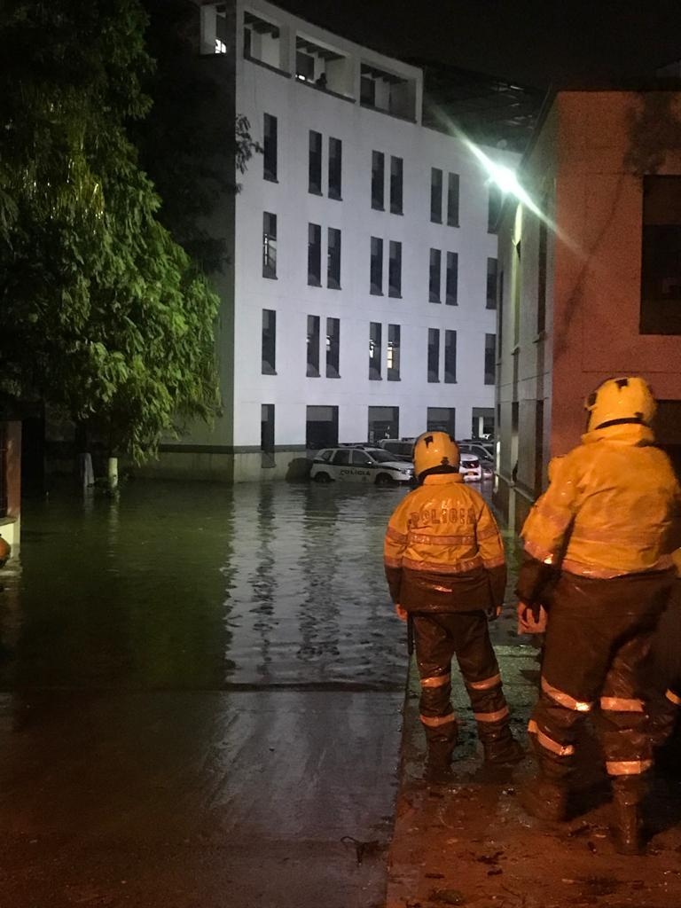 Inundacion policia bello