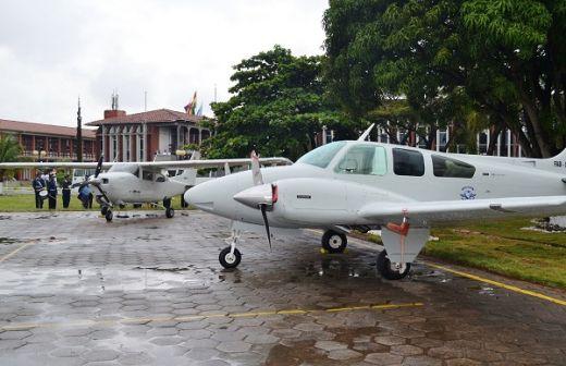 Avioneta Beechcraff Baron B-55