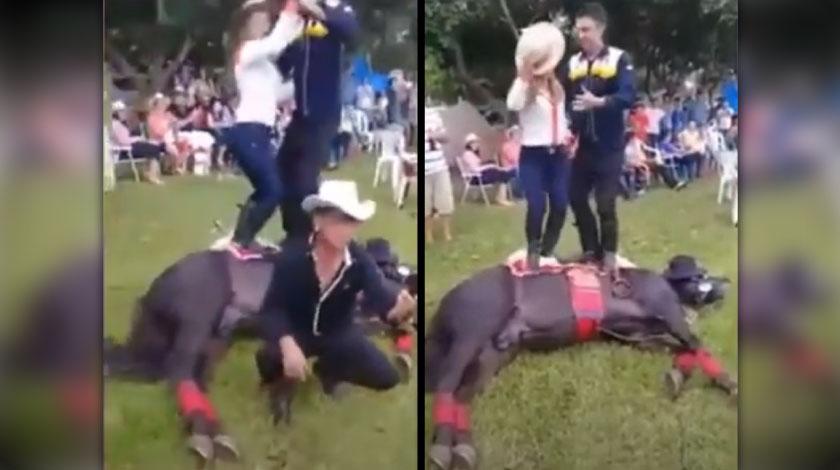dos bailando sobre caballo