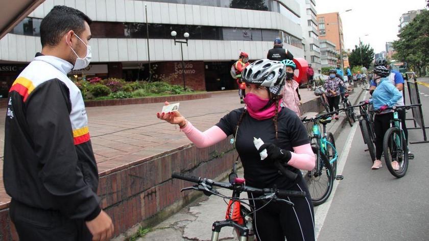 Ciclistas pico y cédula Bogotá