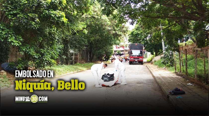 Muerto embolsado en calle de Niquia Bello