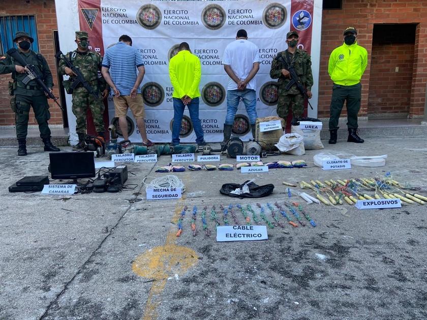 Sujetos haciendo mineria ilegal en el municipio de Envigado Antioquia 1