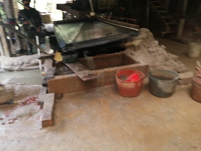 Sujetos haciendo mineria ilegal en el municipio de Envigado Antioquia 3
