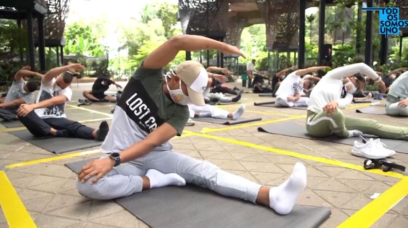 ESMAD haciendo yoga en Medellin noticias