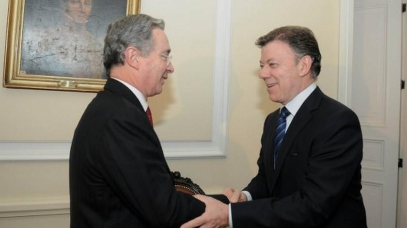 El expresidente Alvaro Uribe Velez y Juan Manuel Santos